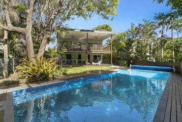 16-Maher-Terrace-Sunshine-Beach-pool-deck