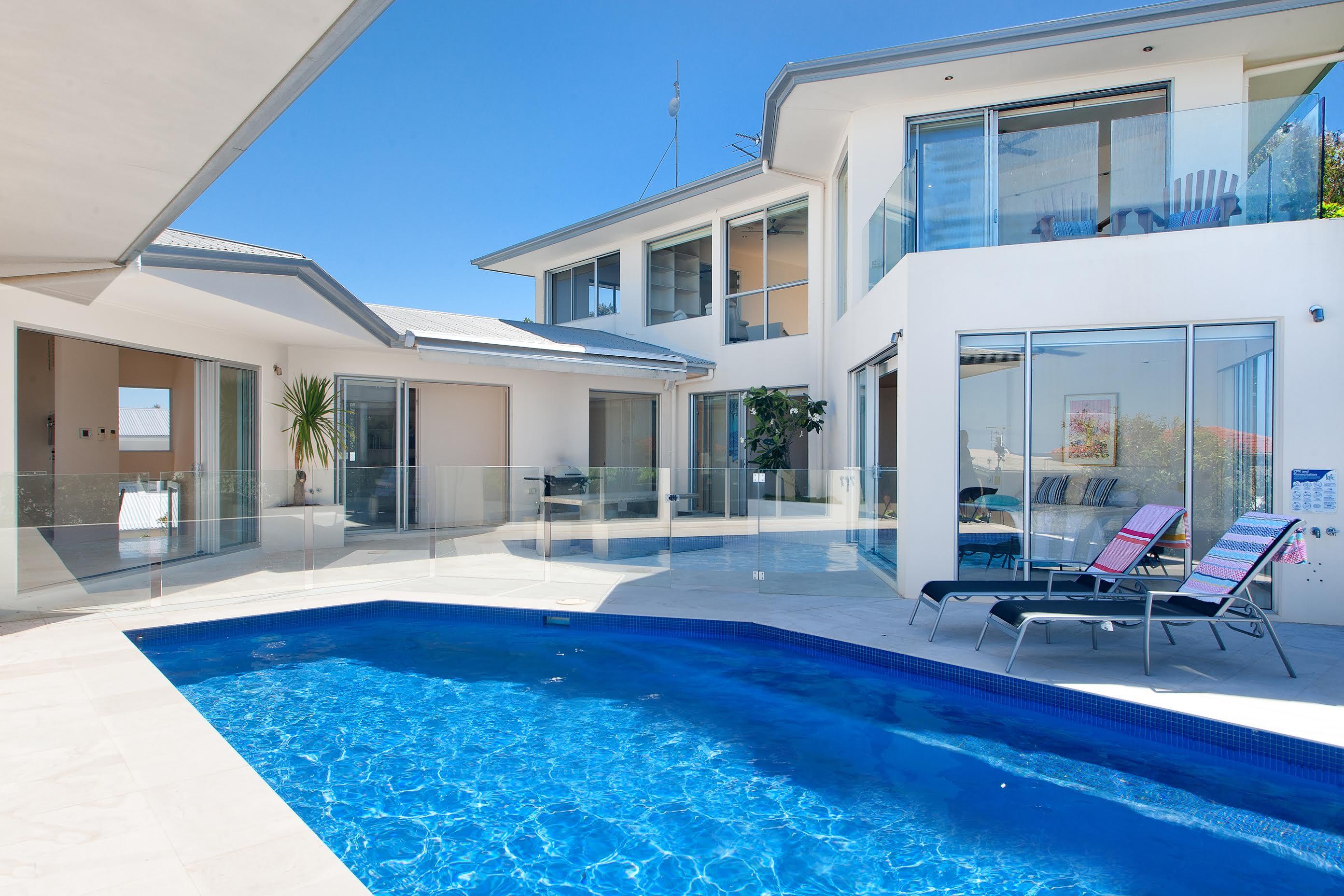 Holiday accommodation in noosa noosa luxury holidays for Luxury holidays worldwide
