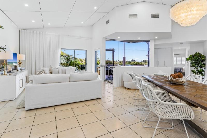 Noosa beachfront accommodation - 30 Kingfisher Drive