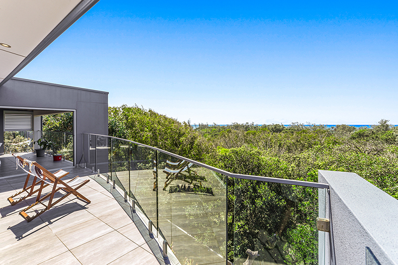 Noosa beachfront accommodation - 32/512 David Low Way