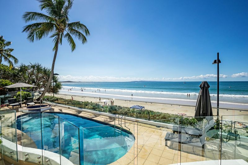 noosa beach abodes - Pool and beach view at 5-37 hastings street